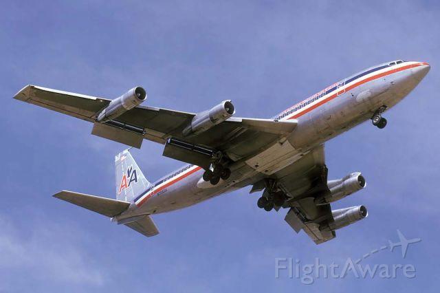Boeing 707-100 (N7583A) - American Airlines 707-123B N7583A landing at Sky Harbor in April 1974.