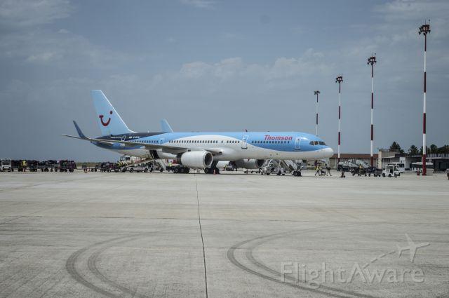 Boeing 757-200 (G-BYAY)
