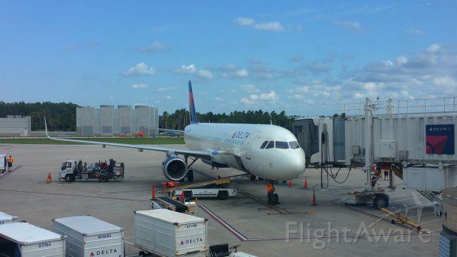 Boeing 757-200 (N6705Y) - At the gate.