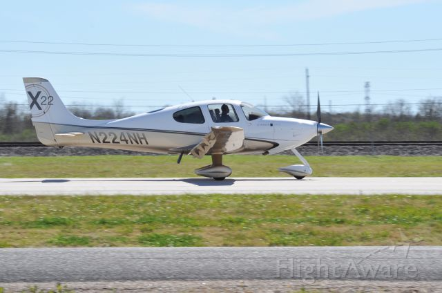 Cirrus SR-22 (N224NH) - SR-22 landing 27 at KAXH