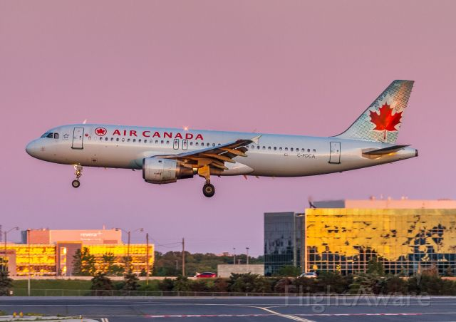 Airbus A320 (C-FDCA) - This Air Canada A320 arriving from Montreal, Captains eyes fixed on the landing zone on 06L