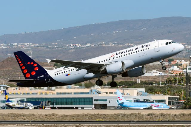 Airbus A320 (OO-SNG)