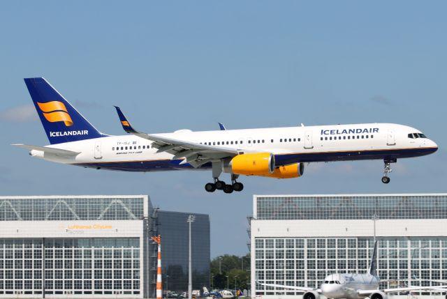Boeing 757-200 (TF-ISJ)