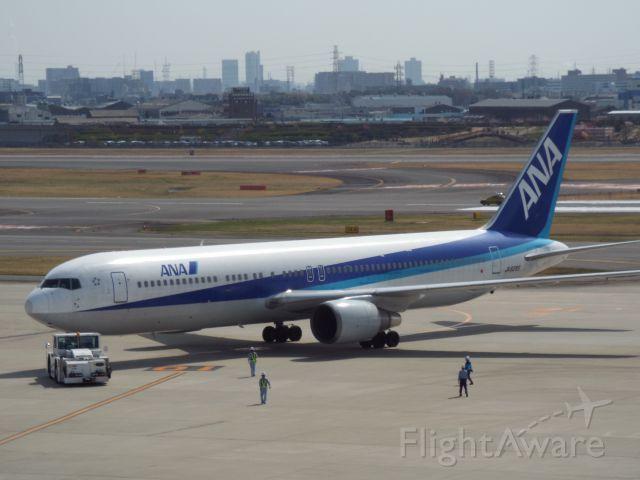 BOEING 767-300 (JA8285)