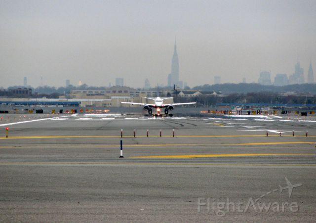 Embraer ERJ-190 — - JBU E190 RWY 13L/31R