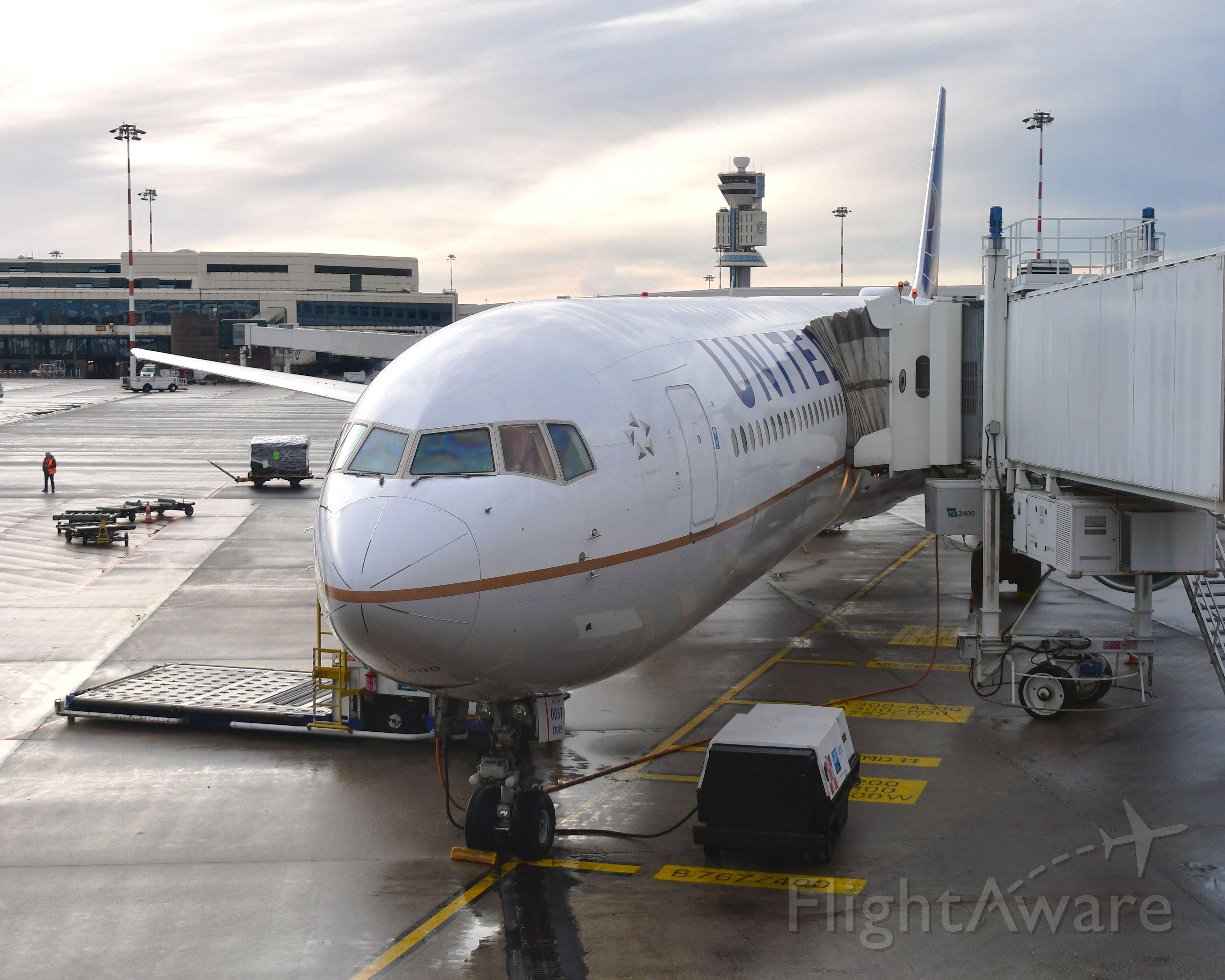 BOEING 767-400 (N66057) - United Airlines Boeing 767-424(ER) N66057 in Milano Malpensa