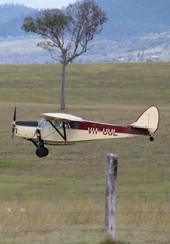 VH-UUL — - Beautiful Moth built in 1935 and in perfect condition departing Watts Bridge after flying in for a cup of coffee