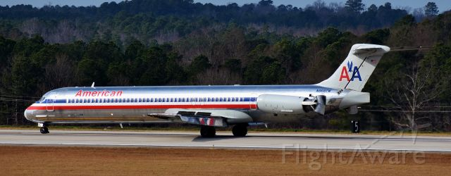 McDonnell Douglas MD-83 (N968TW) - A now rare sight at RDU.  One of my favorite angles to see the Mad Dog, that is, to see the reflections of the cheatline in the flaps, and the clamshells deployed.  From the RDU observation deck, 12/23/17.