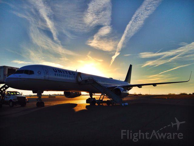 BOEING 757-300 (N75854)