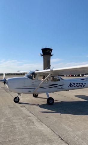 Cessna Skyhawk (N2338V)