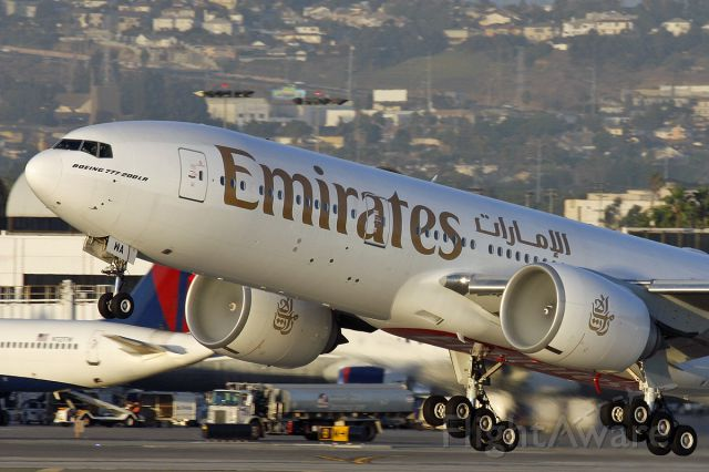Boeing 777-200 (A6-EWA) - T/o from LAX 25