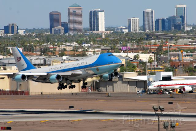 """N28000 — - Boeing 747-200 / VC-25A """"Air Force One"""" departing Phoenix Sky Harbor Airport (KPHX), en route to the Grand Canyon.  Honeywell 757 Testbed in the background."""