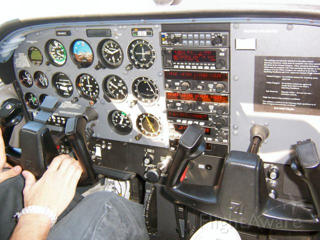 Cessna Skyhawk (N9485Z) - On a pleasure flight in Dubuque, Iowa