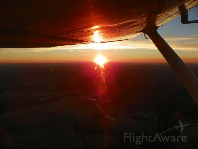 Cessna Skyhawk (N2511L) - Sunrise as we climbed south toward PKB for vittles at Mary