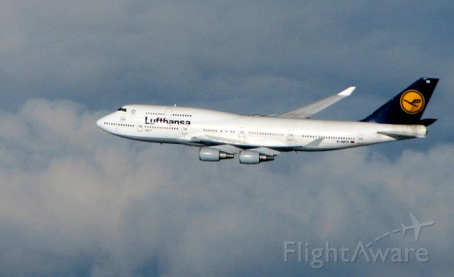 Boeing 747-400 (D-ABTF) - For over one hour this Lufthansa B 747 flew parallel to our Air France B747 over the North Atlantic