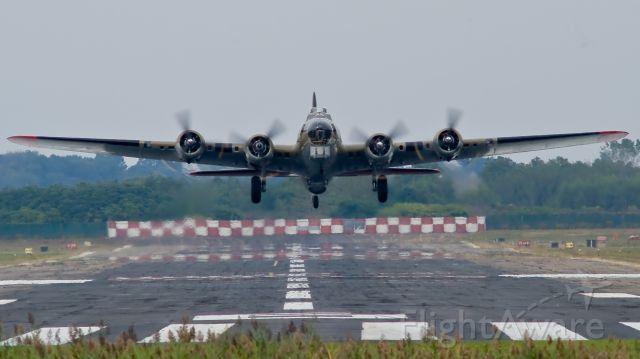Boeing B-17 Flying Fortress (N93012) - 909 Takeoff at KBDR