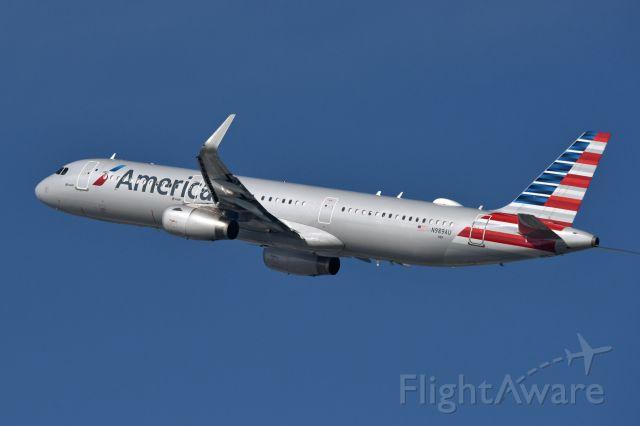 Airbus A321 (N989AU)