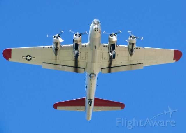 Boeing B-17 Flying Fortress (N5017N) - Giving rides at the Downtown Airport.