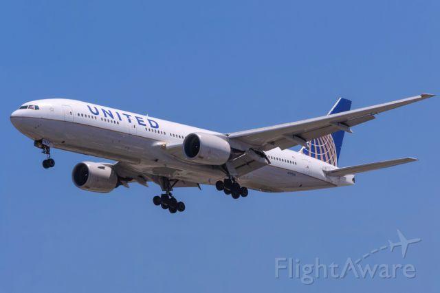 BOEING 777-300 (N797UA)
