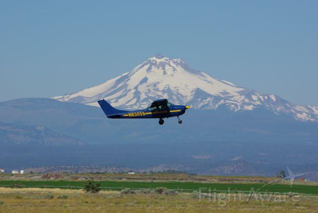 N8305S — - Jump plane for parachute school