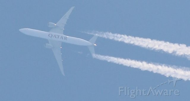 Airbus A330-300 — - From my backyard, 10 km altitude flyover of a Quatar airlines plane, Canon 70-300 mm zoomlens.