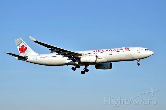 Airbus A330-300 (C-GHKR)