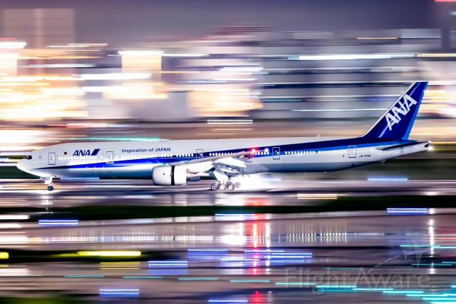 BOEING 777-300 (JA755A)