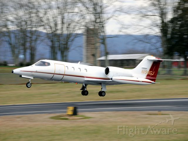 Learjet 35 (N198GJ) - I still have a hard time believing the Learjet 35 is a good cargo carrier as the door isn