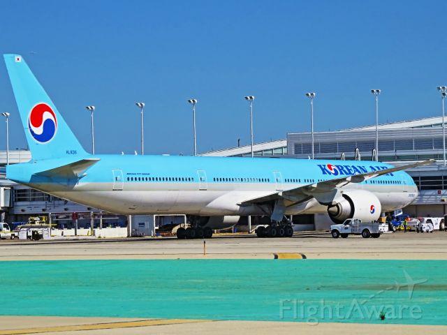 BOEING 777-300 (HL8216)