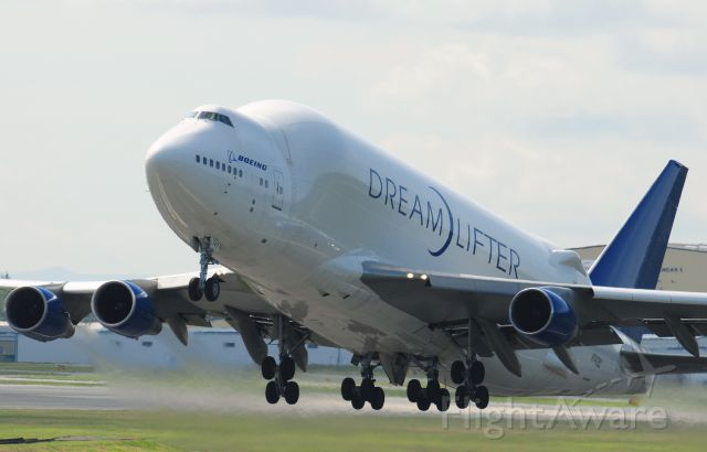 Boeing Dreamlifter (N747BC) - Photo uploaded by moonm    Boeing LCF DreamLifter N747BC