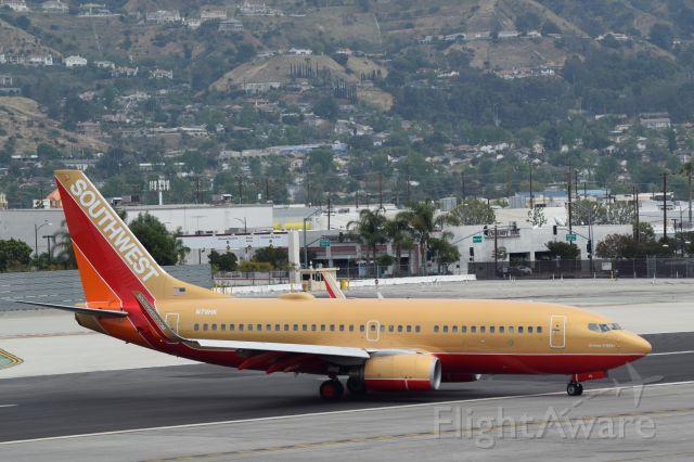 Boeing 737-700 (N711HK) - Rare Golden Southwest livery