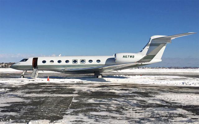 Gulfstream Aerospace Gulfstream G650 (N67WB) - Snowy SFS ramp. Nice green trim on this G650.