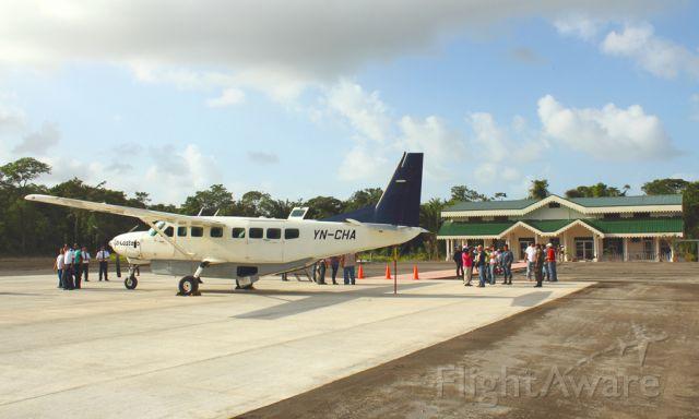 Cessna Caravan (YN-CHA) - LA COSTEÑA EN LLEGADA DE RECONOCIMIENTO AL NUEVO AEROPUERTO TURISTICO PROXIMO A INAGURARSE EN SAN JUAN DE NICARAGUA..SE LES INVITA A VISITAR...