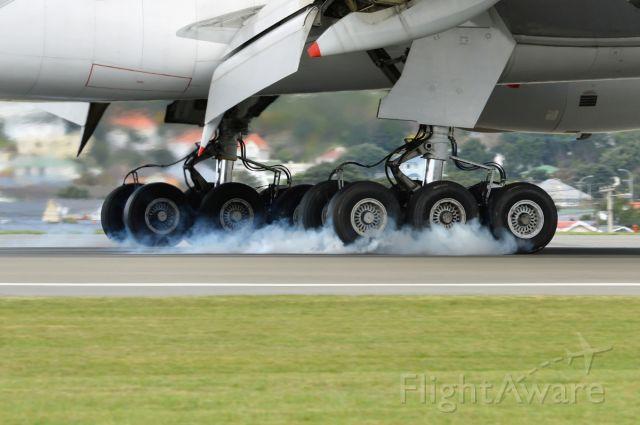 Boeing 777-200 (9V-SQN)