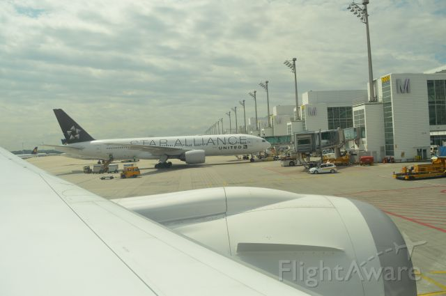 Boeing 777-200 (N794UA)