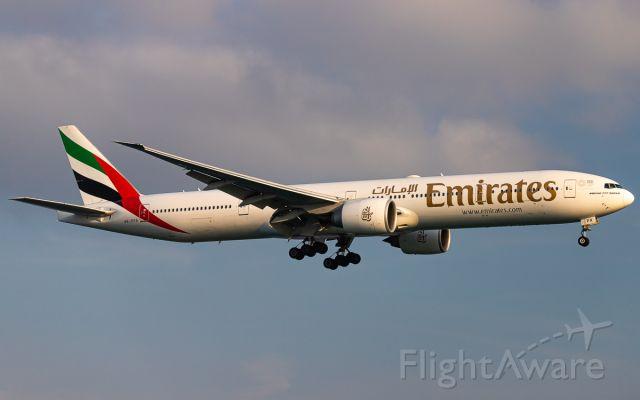 BOEING 777-300ER (A6-EPA)