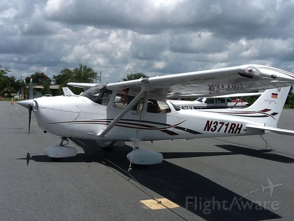 Cessna Skyhawk (N371RH) - Aircraft is used by Florida-Flyers flight school.