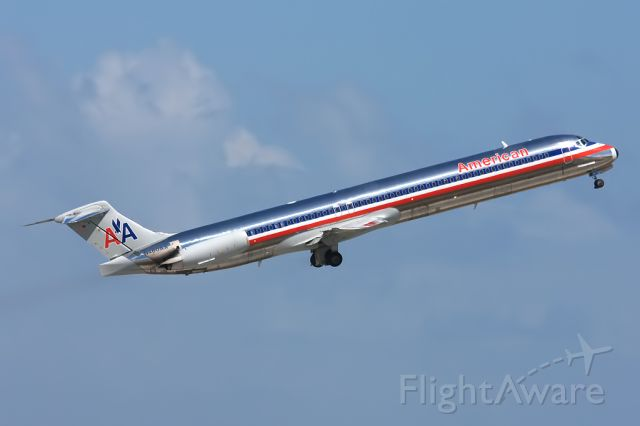 McDonnell Douglas MD-82 (N460AA) - Beautifull and shinny in rotation from 09
