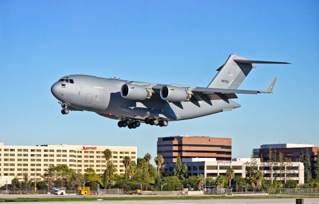 """Boeing Globemaster III (N271ZD) - A """"white tail"""" Boeing C-17 Globemaster III landing after its maiden test flight from the Boeing Factory in Long Beach, CA at KLGB"""