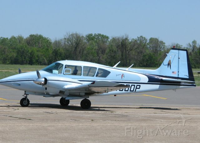 Piper Apache (N4300P) - This is one nice looking aircraft! A picture can