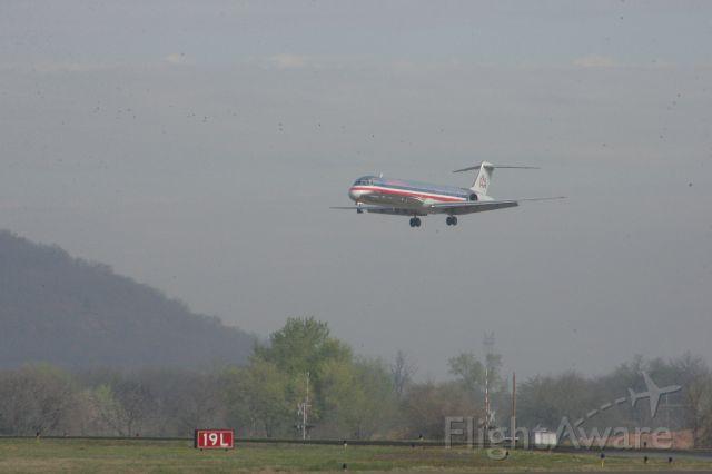 McDonnell Douglas MD-82 (N290AA)