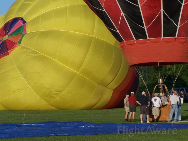 Unknown/Generic Balloon (N7518S) - N7518S is being inflated at the South County Balloon Festival Sunday July 18th 2009 on the campus of URI South Kingstown. I had the pleasure of being part of the crew and a tethered ride!
