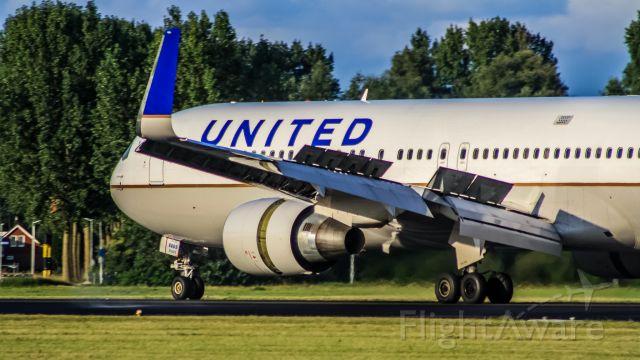 BOEING 767-300 (N669UA)