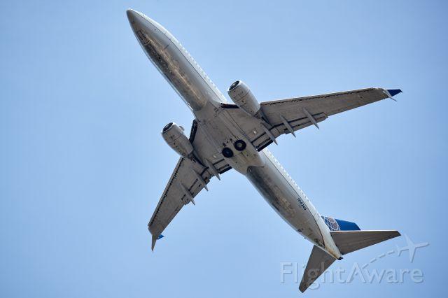 Boeing 737-800 (N14240)