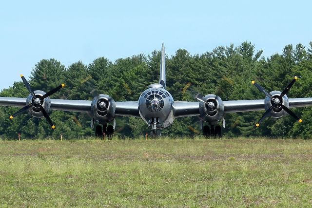 Boeing B-29 Superfortress (NX529B) - Face to face with FIFI