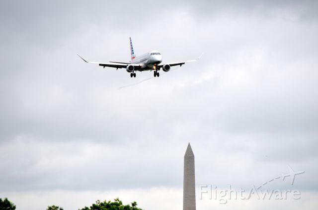Embraer 170/175 (N422YX)