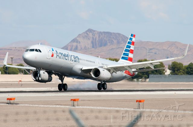 Airbus A321 (N122NN) - American Airlines flies two A321Es into McCarran now. This aircraft usually arrives before 1:30 pm.