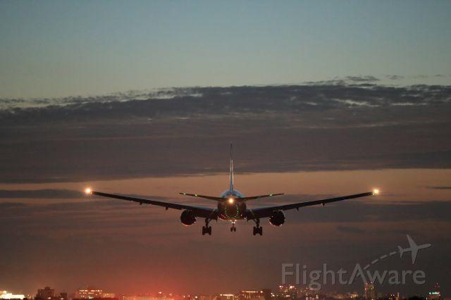 Boeing 777-200 (JA741A) - August 25th 2017:HND-HKD.