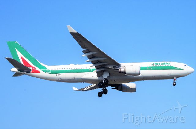 Airbus A330-200 (EI-EJH)