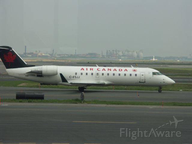 Canadair Regional Jet CRJ-200 (C-FSJJ)